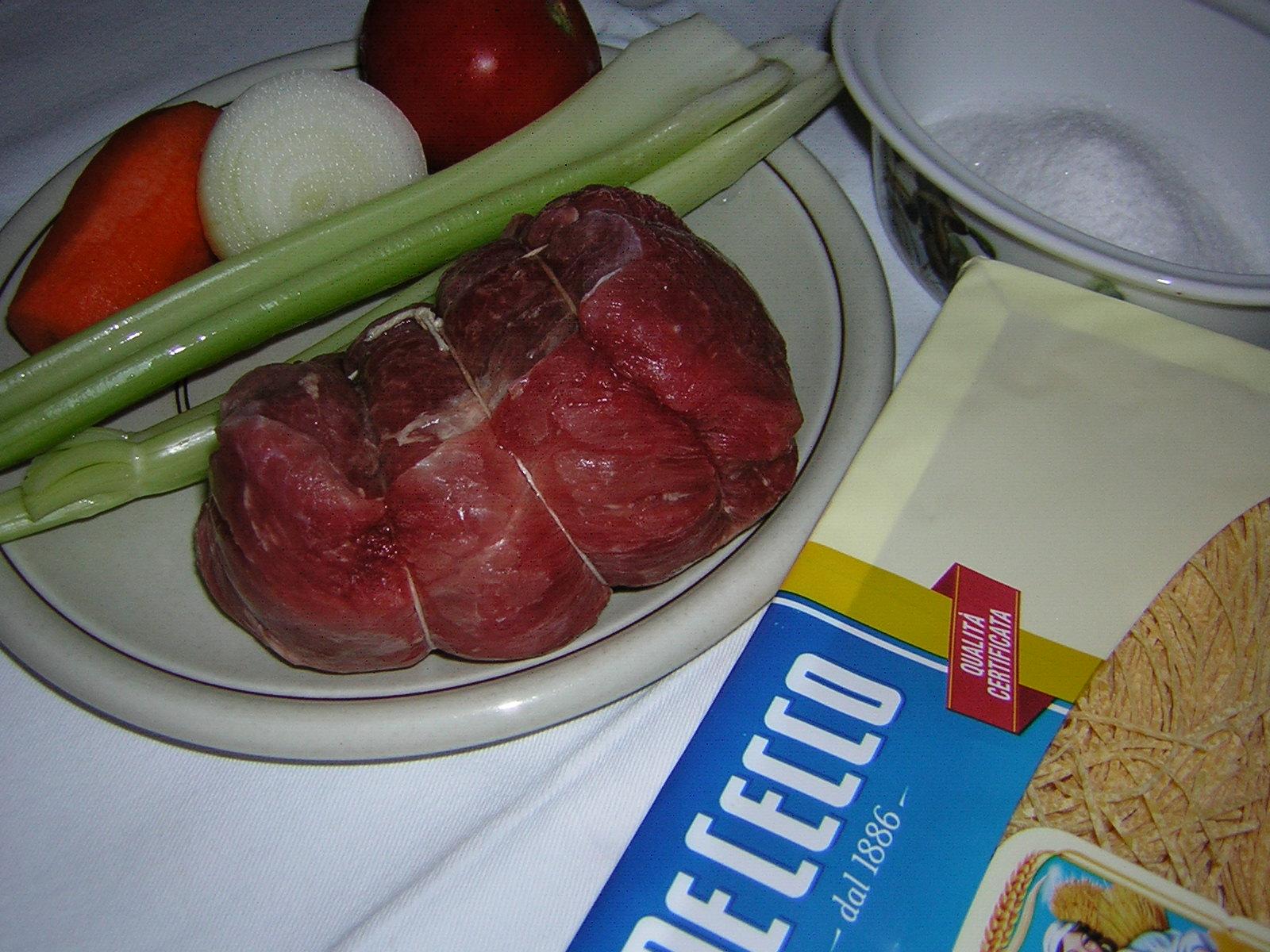 ingredienti per i tagliolini in brodo