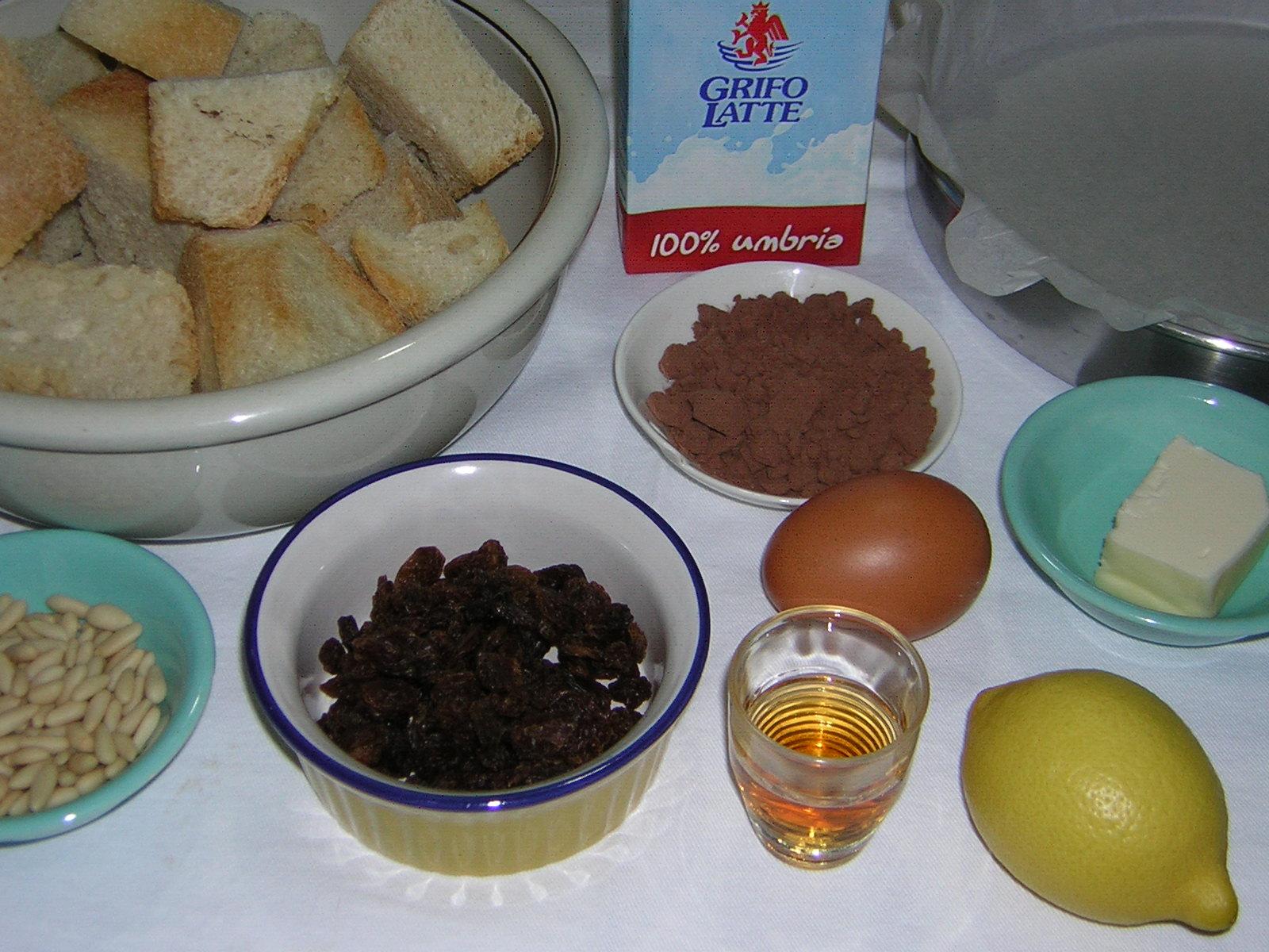 ingredienti per la torta di pane al cioccolato