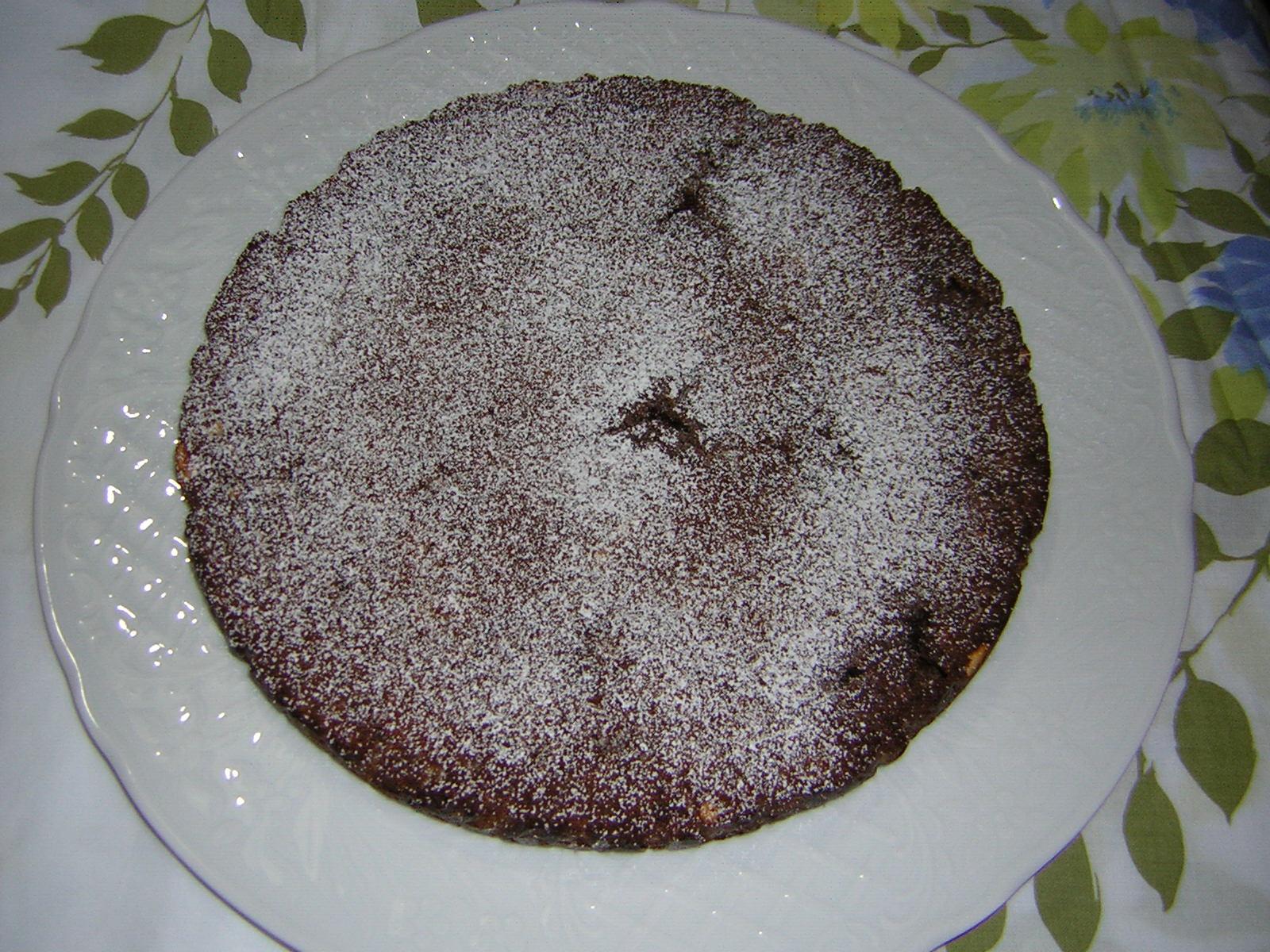 torta di pane al cioccolato pronta da gustare