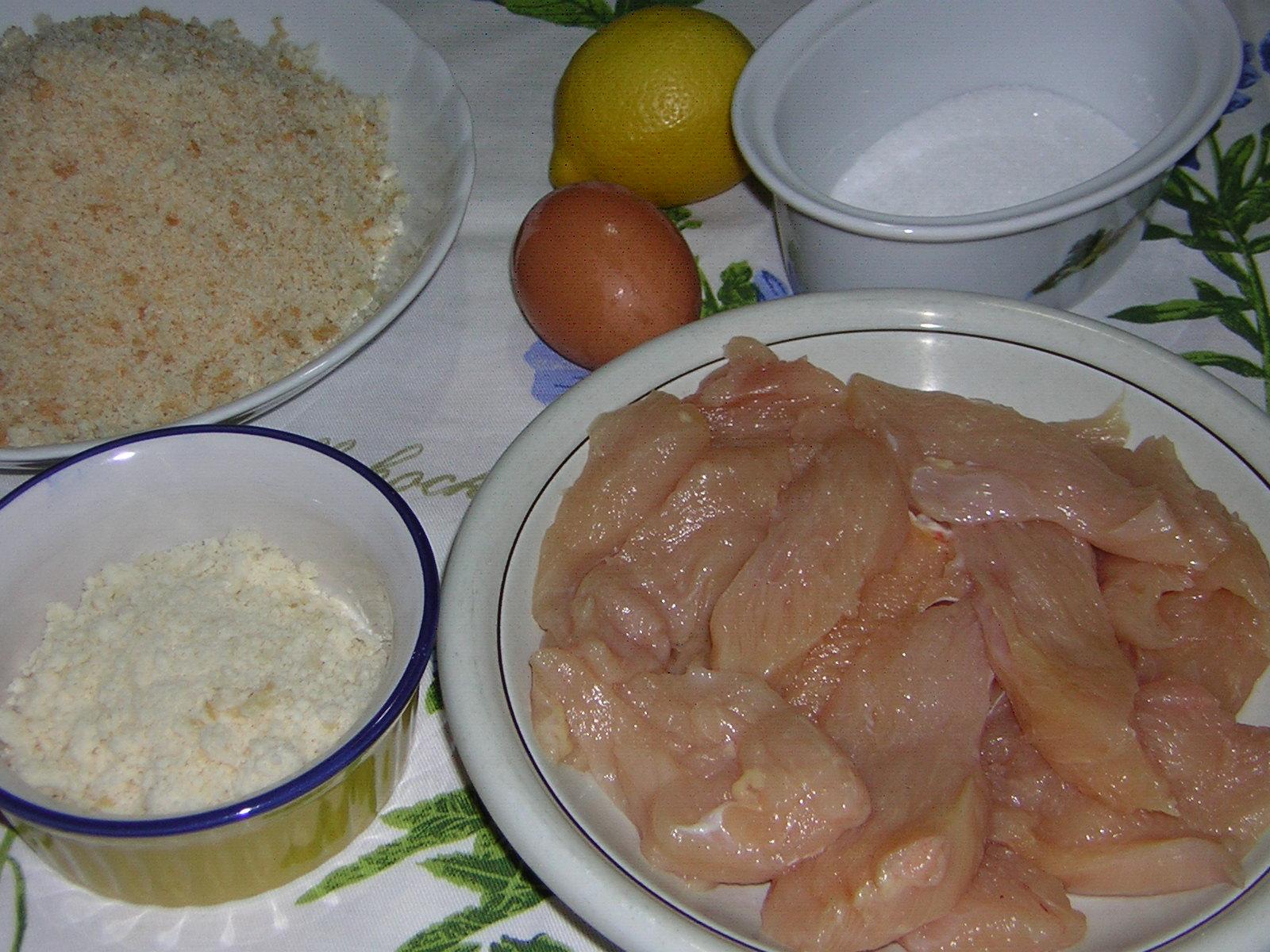 ingredienti per il petto di pollo impanato al forno