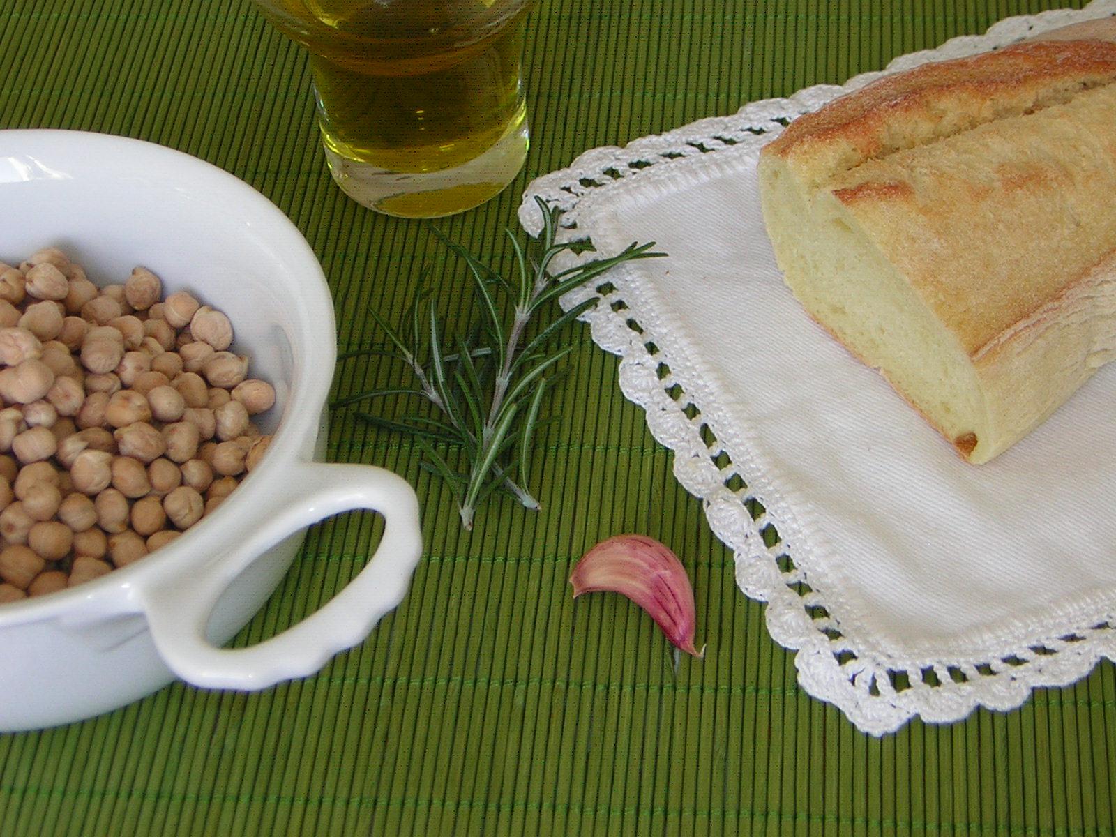 ingredienti per la crema di ceci al rosmarino