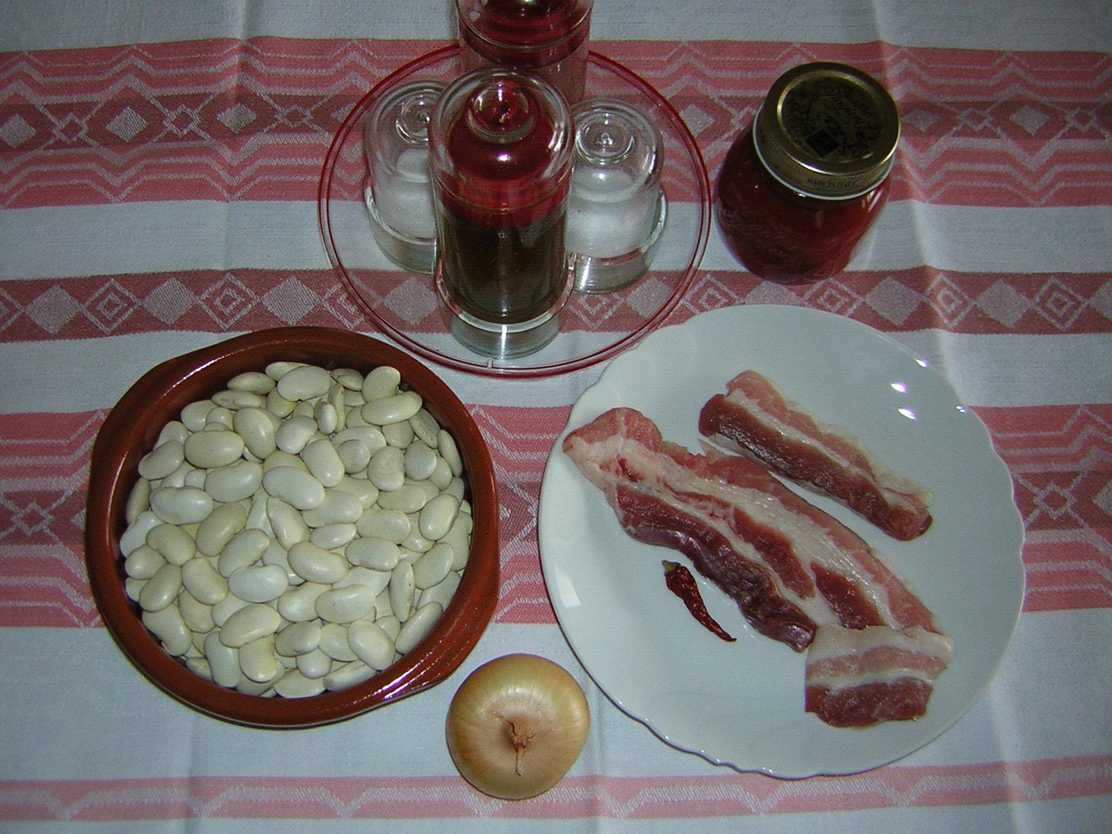 ingredienti dei fagioli con pancetta