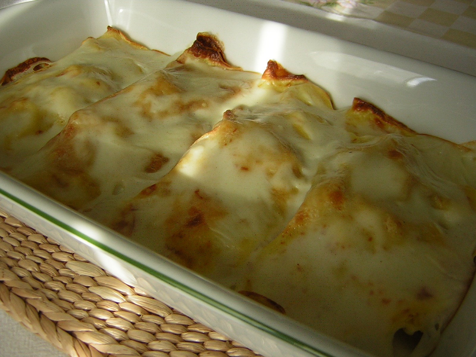 crepes ripiene di tortellini pronte da servire
