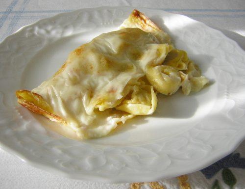Crepes ripiene di tortellini e besciamella