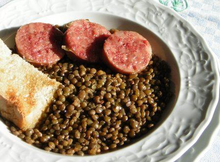 Legumi in cucina con zia lora - Come cucinare le lenticchie con cotechino ...