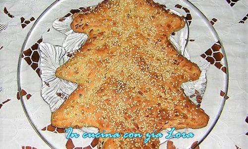 Torta salata albero di Natale al tonno