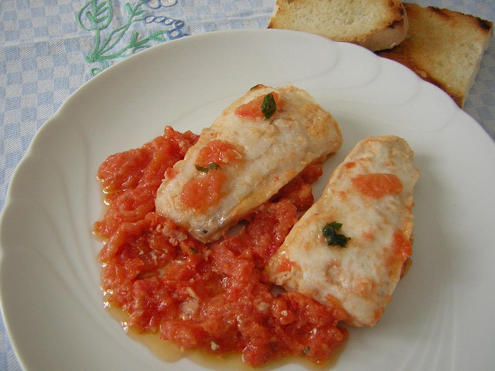 Filetti di merluzzo al pomodoro in cucina con zia lora - Cucinare merluzzo surgelato ...