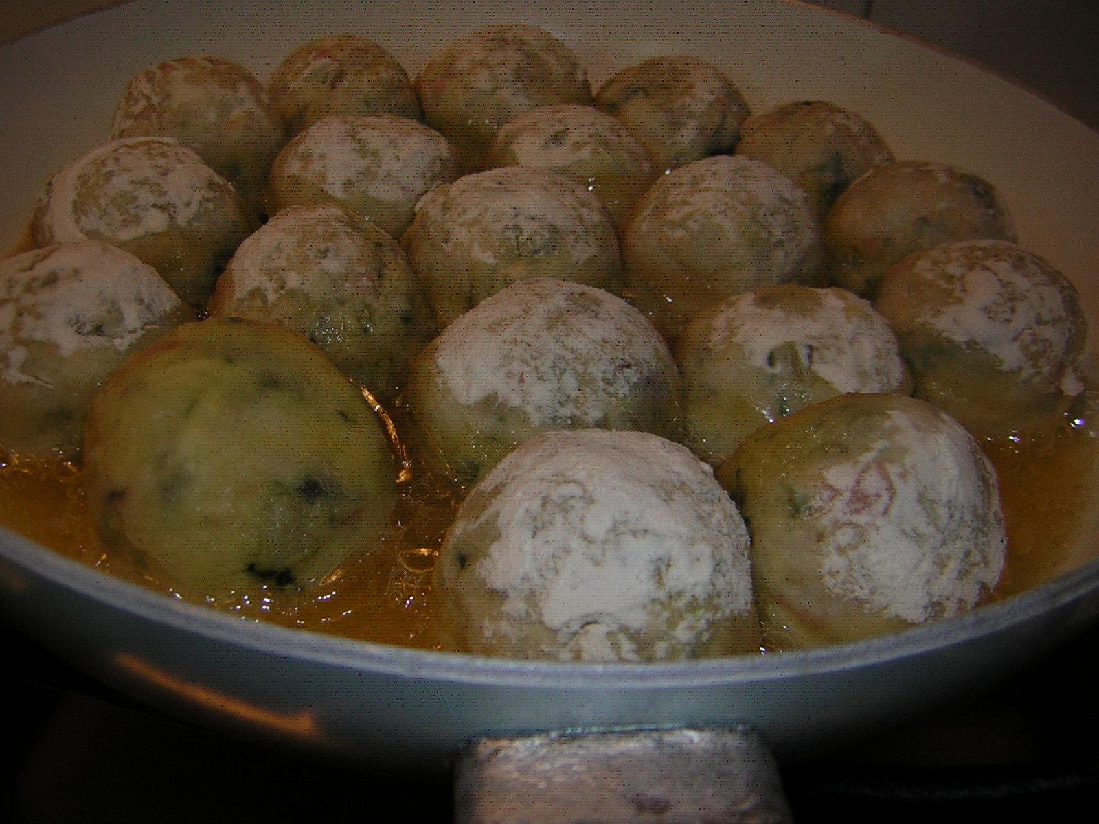 polpette di pollo e patate in cottura
