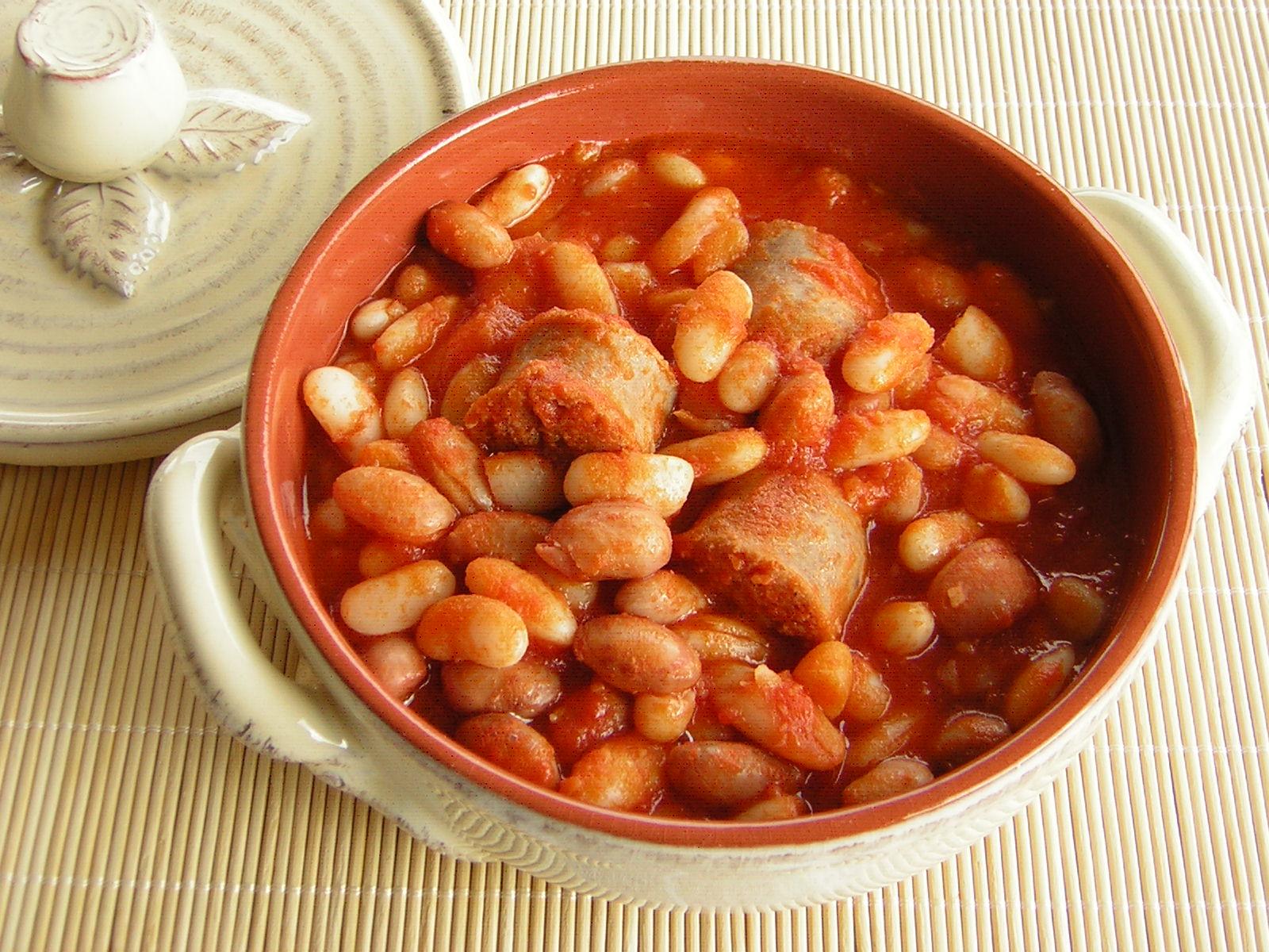 Fagioli con salsiccia in cucina con zia lora for Cucinare salsiccia