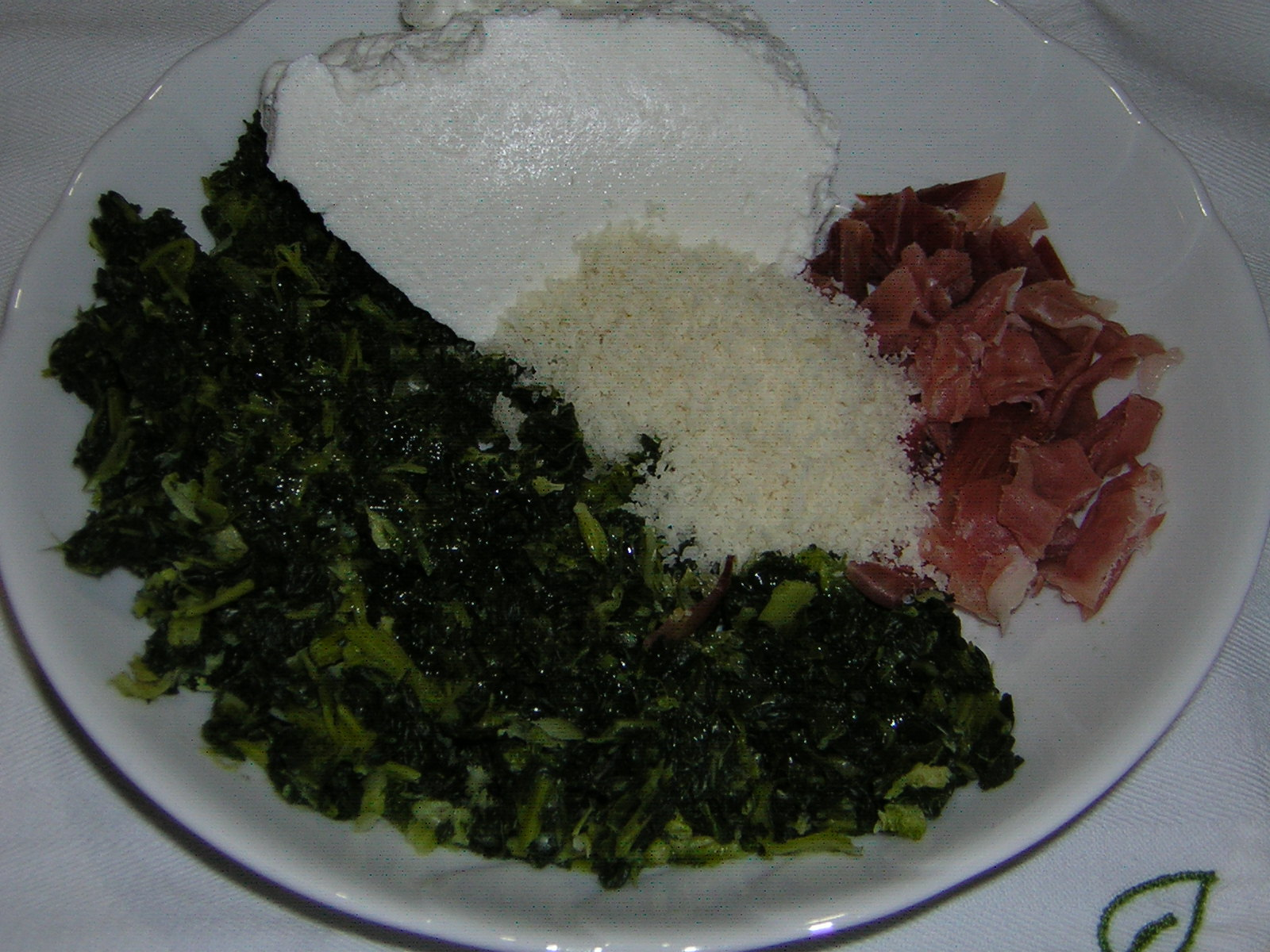 ingredienti per la farcitura della crostata ricotta speck e spinaci