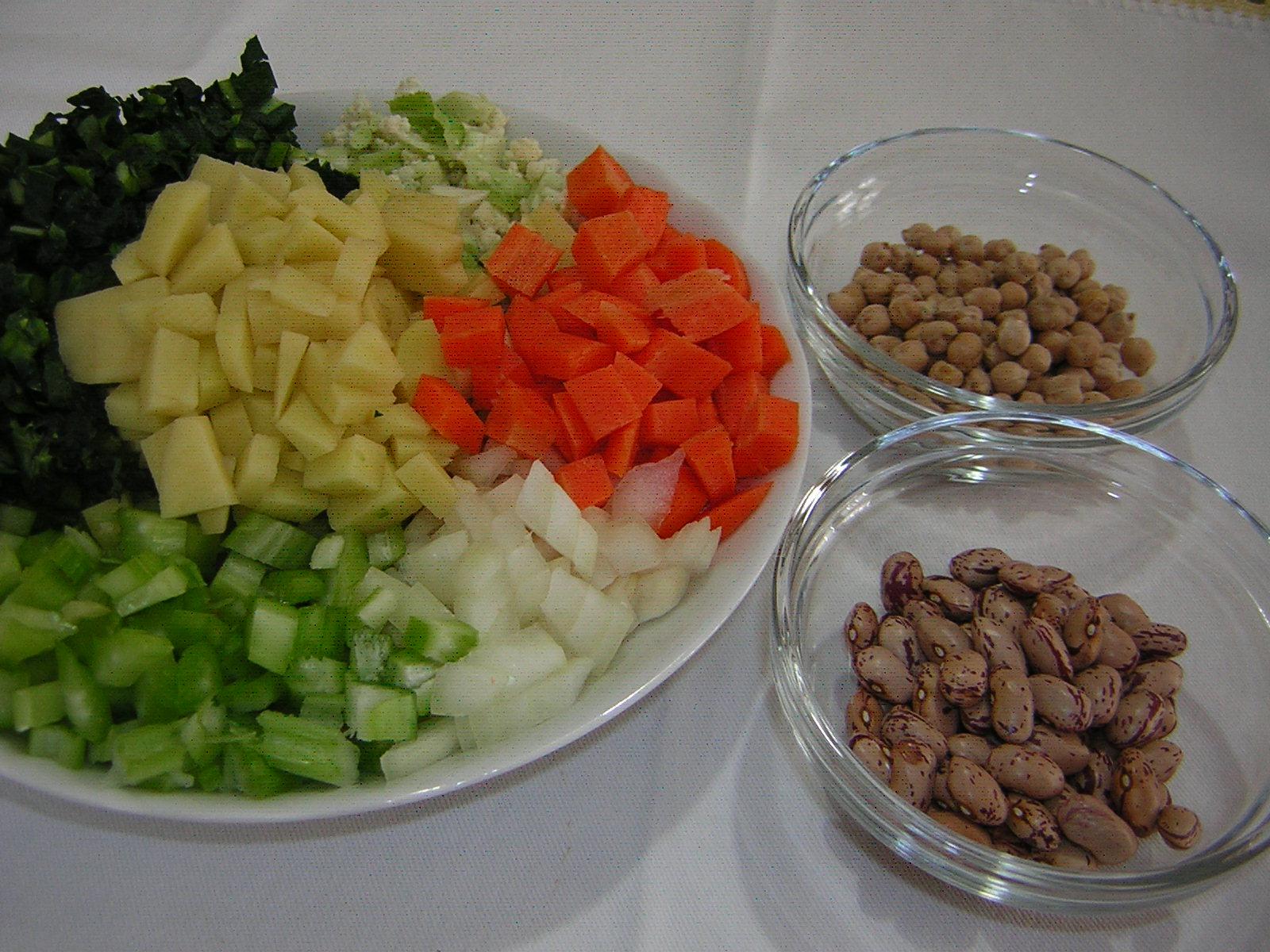 ingredienti per il minestrone con legumi