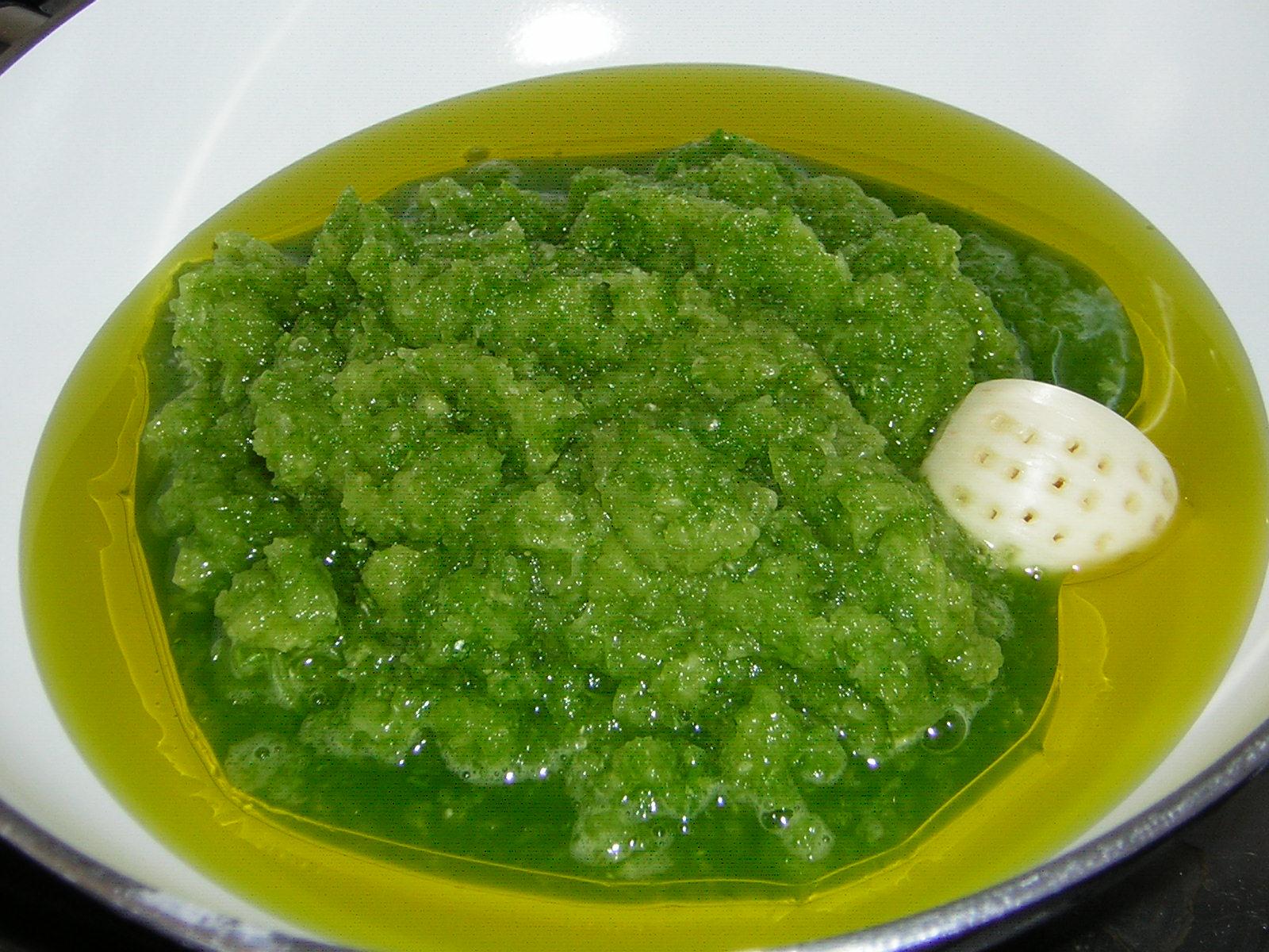 preparazione delle mafalde con zucchine grattugiate