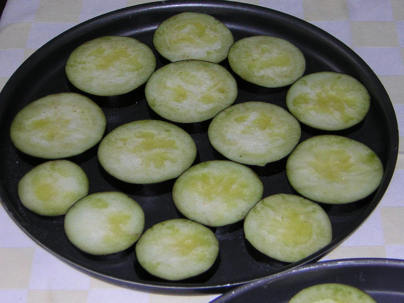 melanzane pronte per la cottura in forno