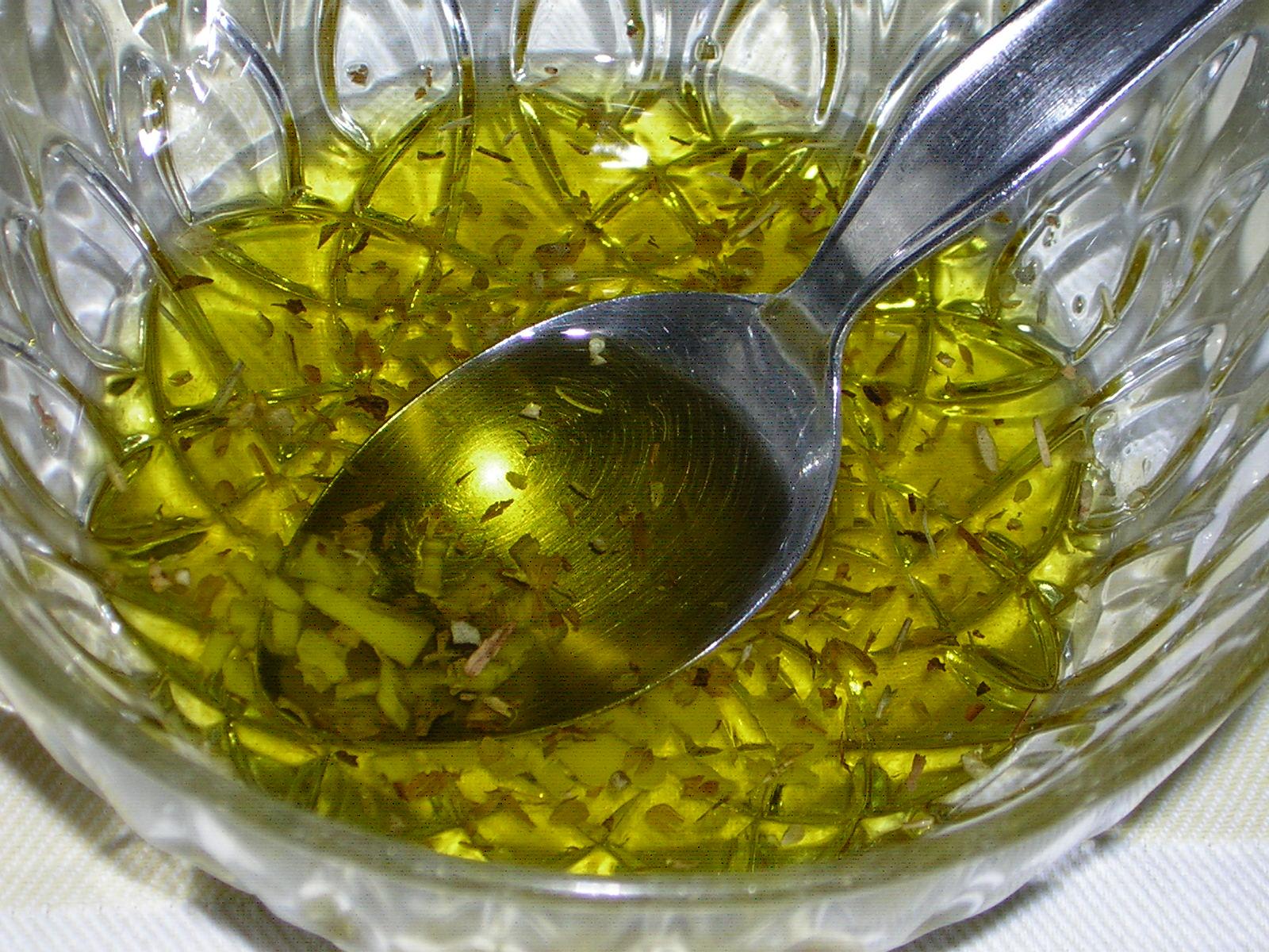 olio aromatizzato per condire le melanzane al forno semplici