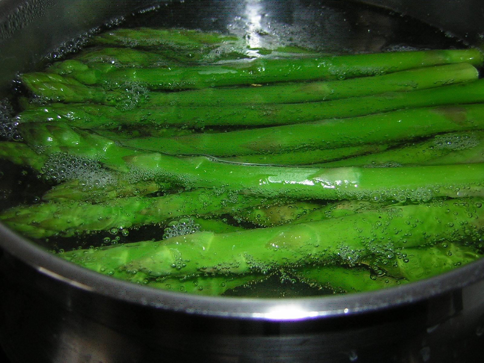 precottura degli asparagi per fare gli asparagi gratinati