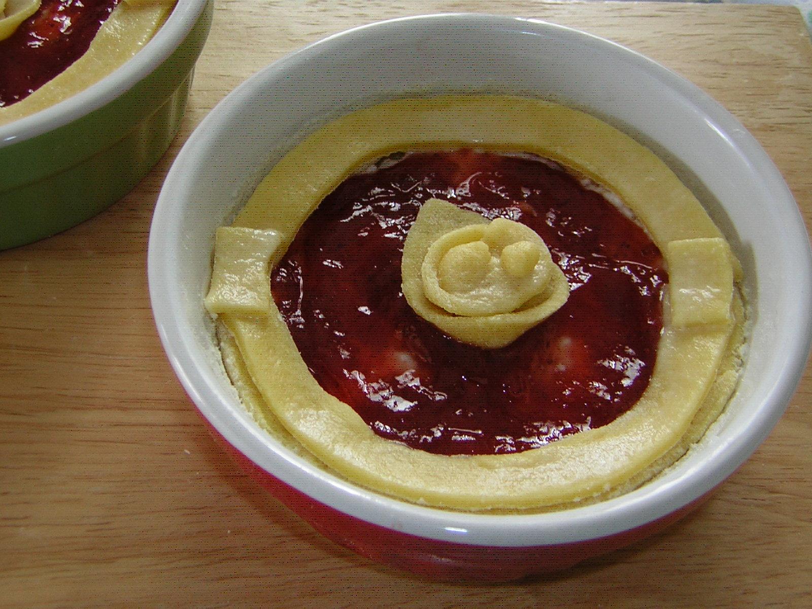 preparazione delle crostatine ricotta e marmellata