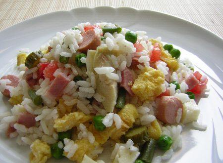 Insalata di riso con verdure e frittata