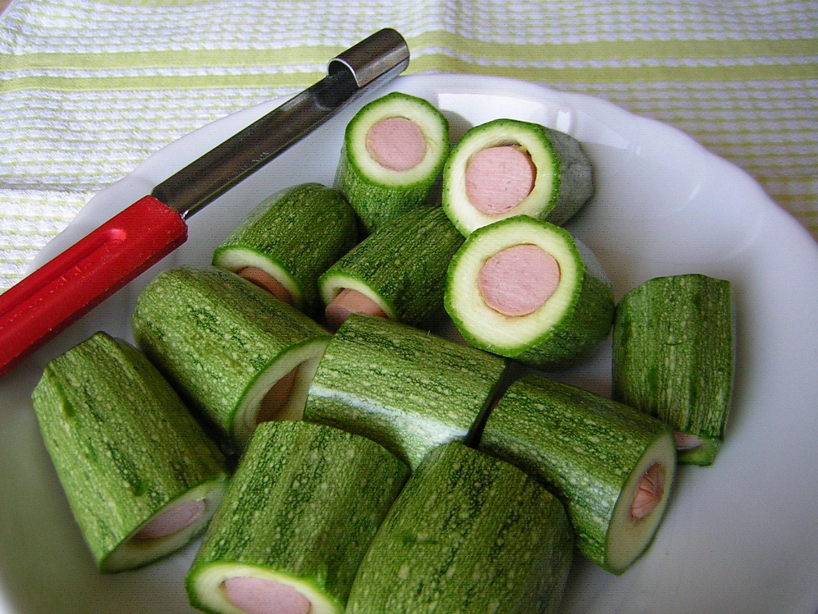 preparazione delle zucchine ai wurstel