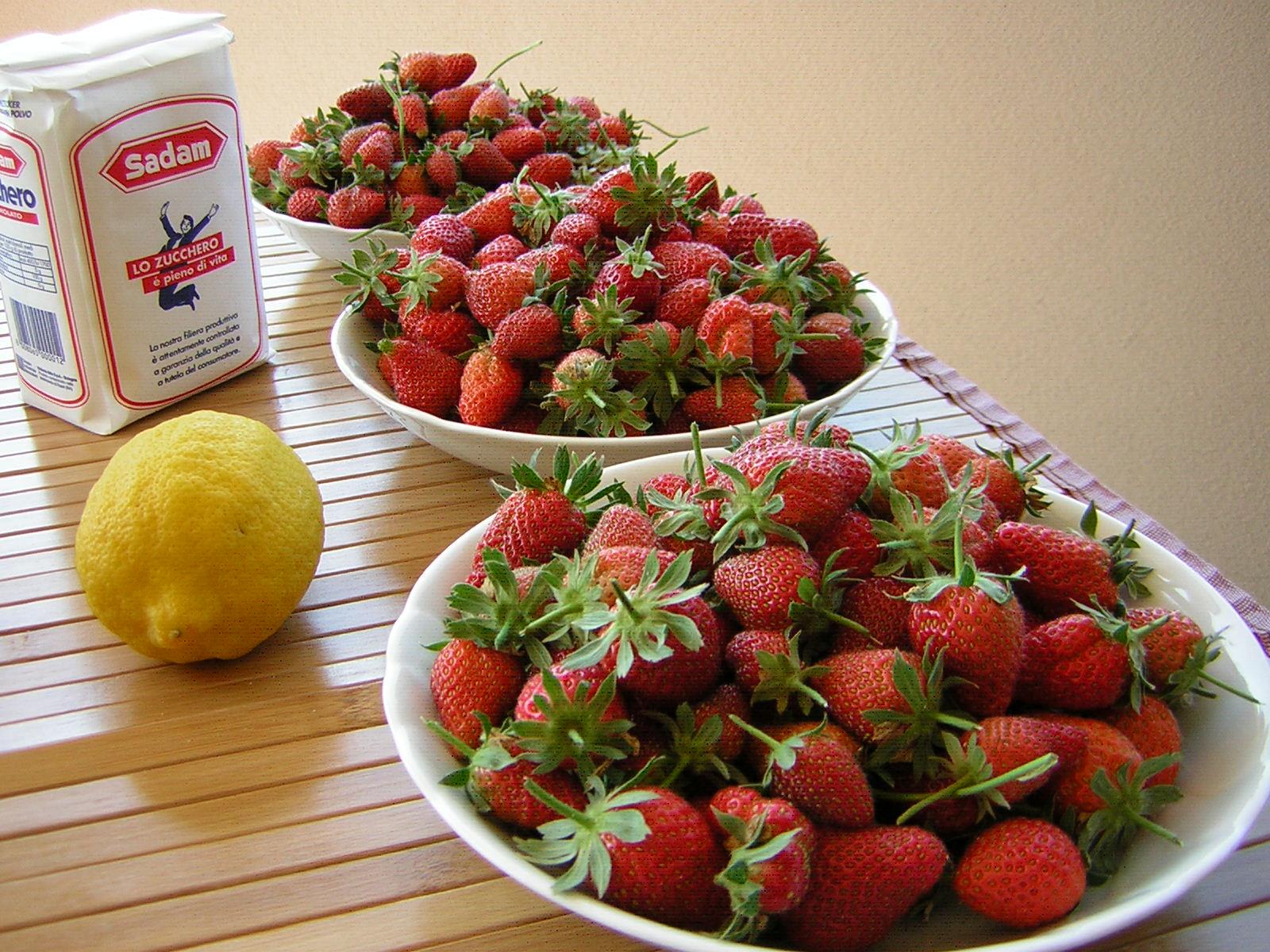 ingredienti per la marmellata di fragole
