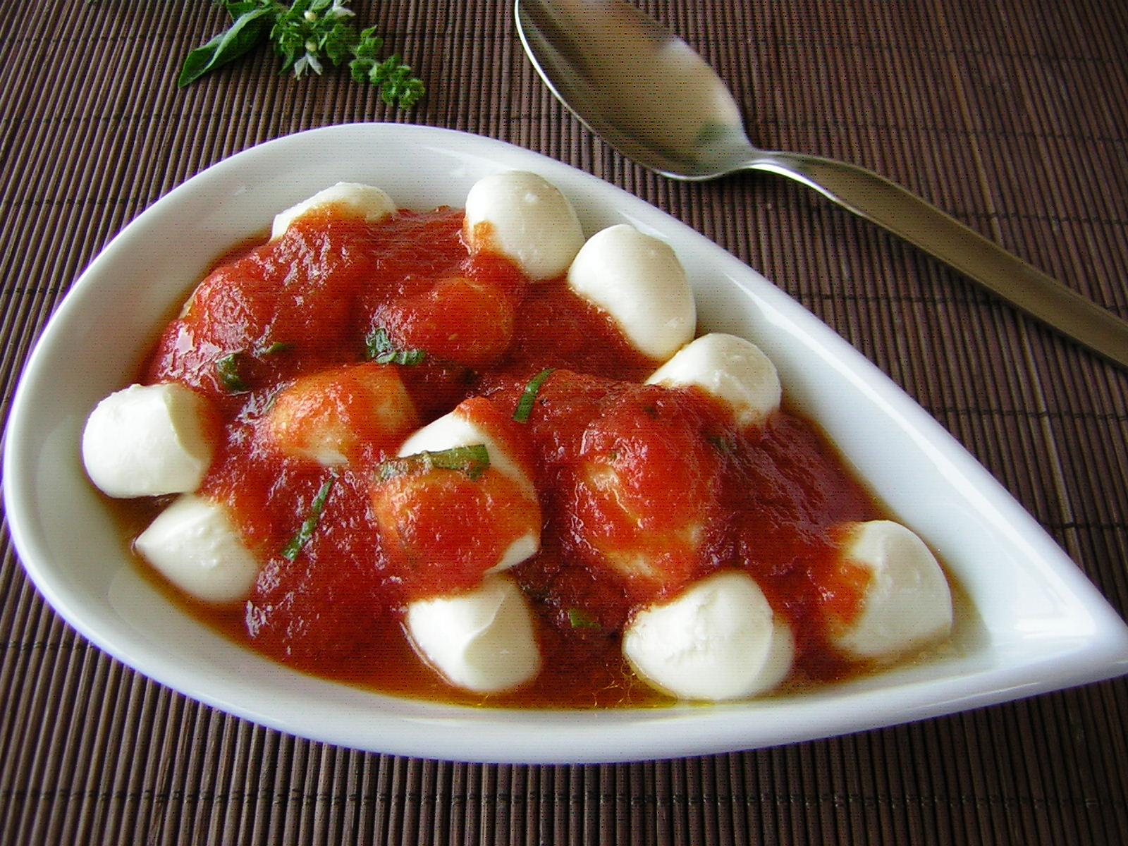 mozzarelline con salsa di pomodoro