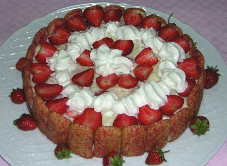 Torta semifreddo con pavesini e fragole