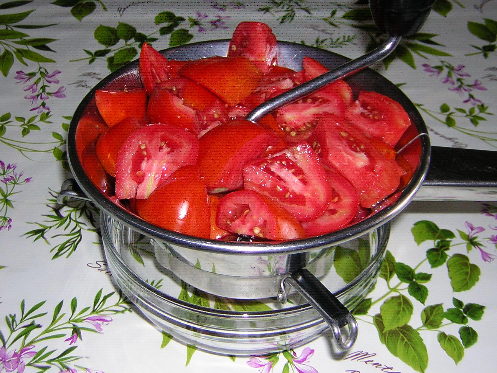 preparazione del succo di pomodoro