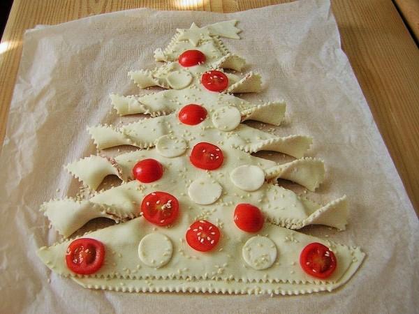 torta albero di natale di pasta sfoglia pronta da cuocere