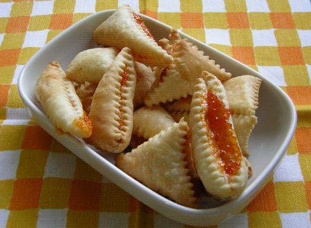 Dolcetti di pasta sfoglia e marmellata