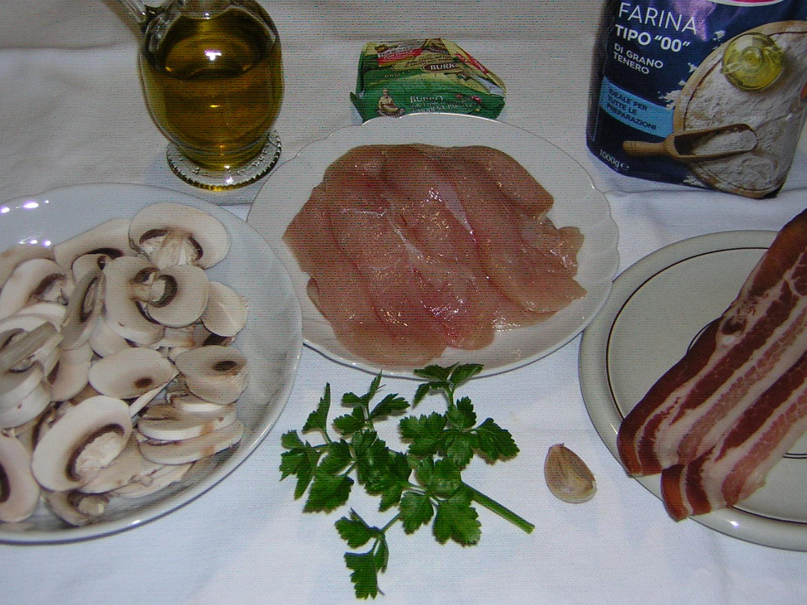 ingredienti del petto di pollo funghi e pancetta