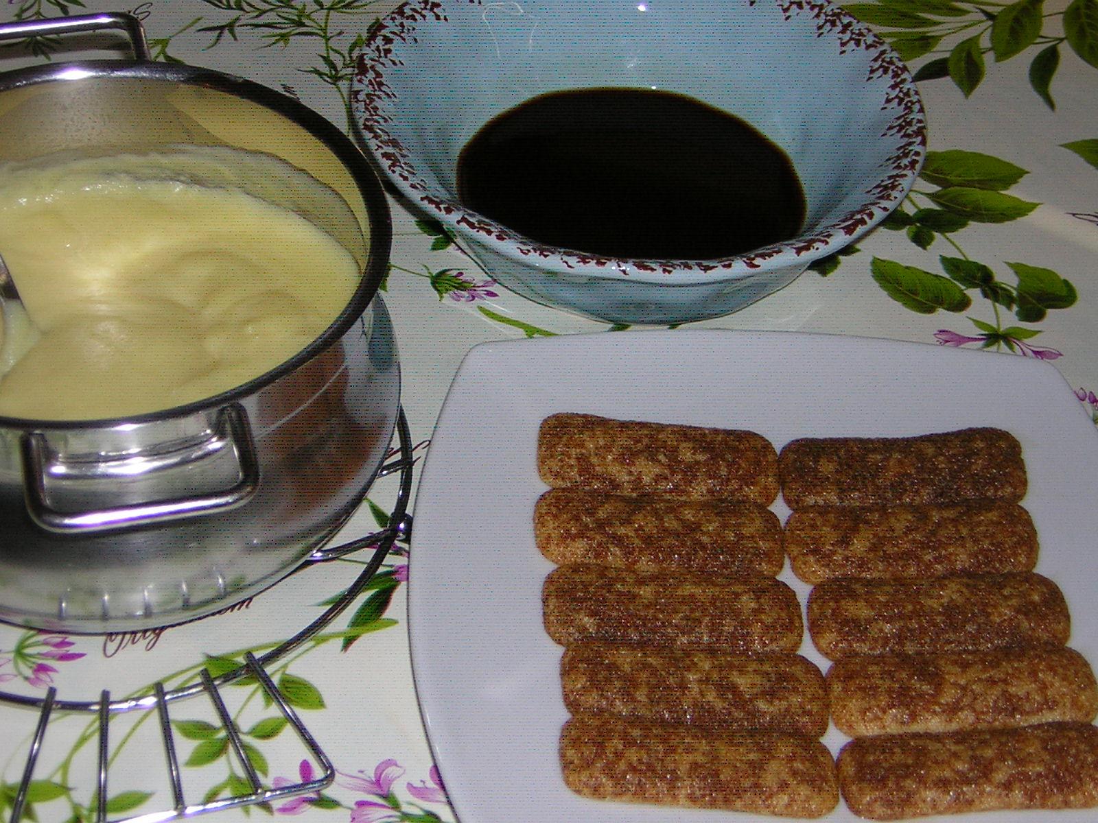 preparazione della crema tiramisù
