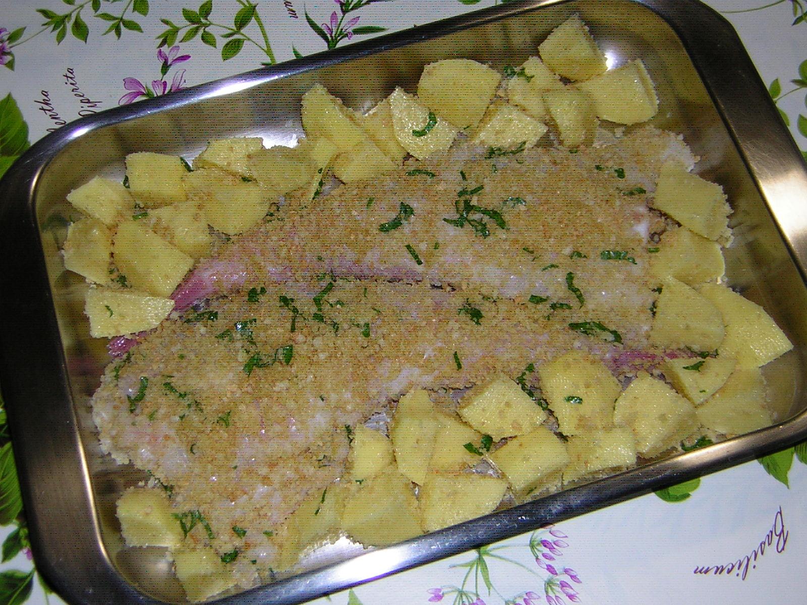 preparazione della coda di rospo al forno con patate