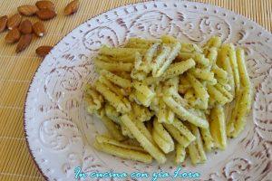 Pasta con pesto di mandorle al profumo di basilico