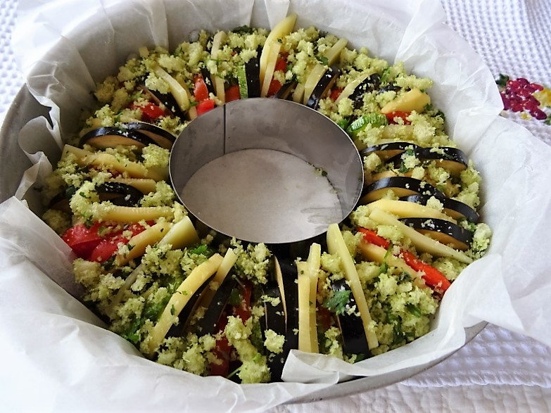 preparazione della corona di verdure gratinate