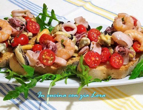 Bruschetta di mare con pomodorini