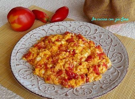 Uova strapazzate al pomodoro fresco