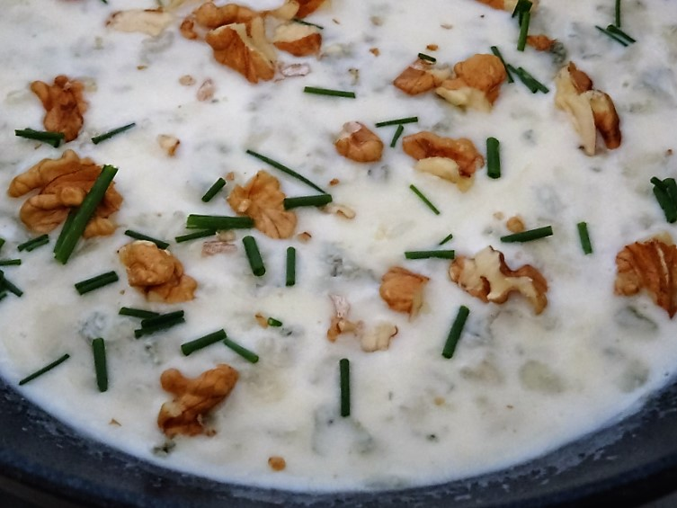 preparazione della pasta al gorgonzola e noci