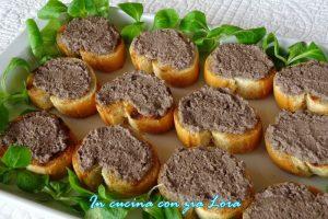 Crostini con fegatini di pollo ricetta marchigiana