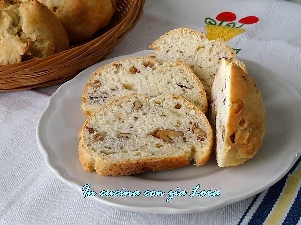 pane con formaggio e noci