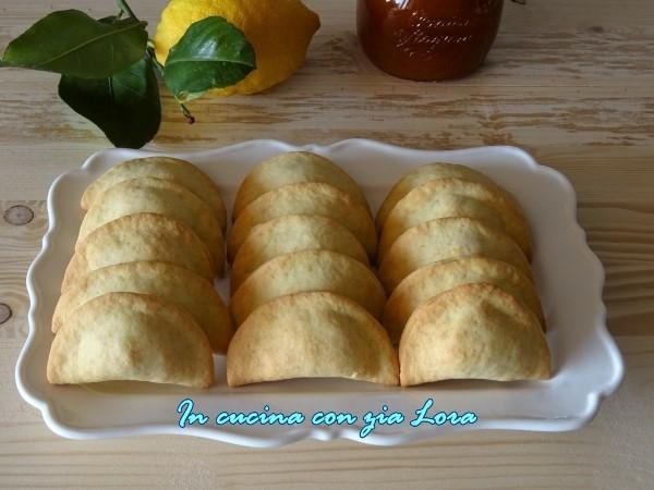 biscotti con marmellata e fichi secchi