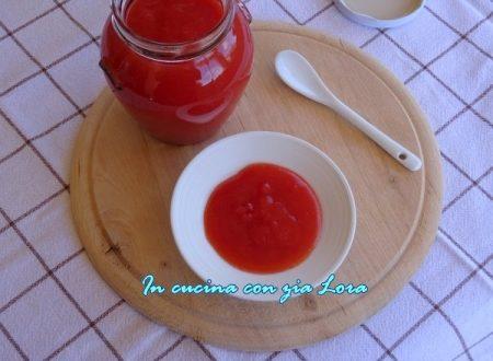 Ketchup fatto in casa con pomodoro fresco