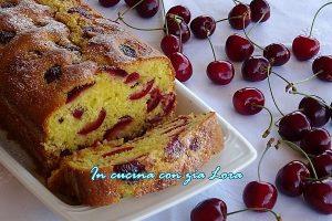 Plumcake alle ciliegie con yogurt e farina di cocco
