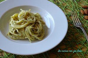 Spaghetti con pesto di mandorle e ricotta