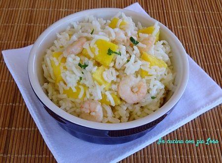 Insalata di riso con mango e gamberetti