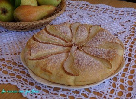 Crostata coperta con marmellata di pere