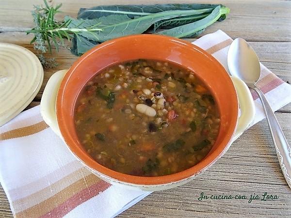 zuppa di legumi e cereali con cavolo nero