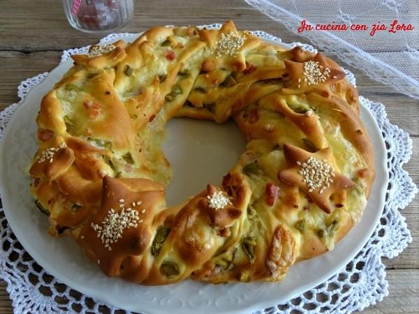 Torta salata corona natalizia centrotavola in cucina con - Forno ventilato per torte ...