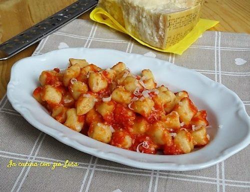 Gnocchi di patate al sugo di pomodoro