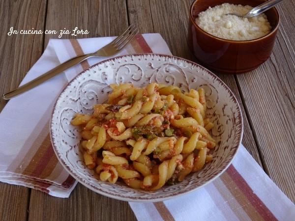 Pasta con asparagi pomodoro e ricotta