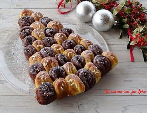 Albero di Natale dolce di panbrioche