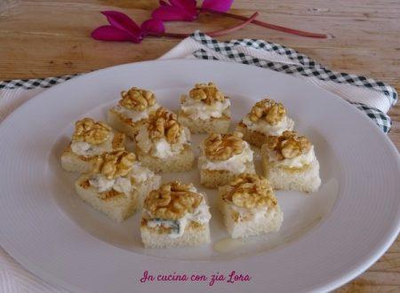 Crostini con gorgonzola e noci
